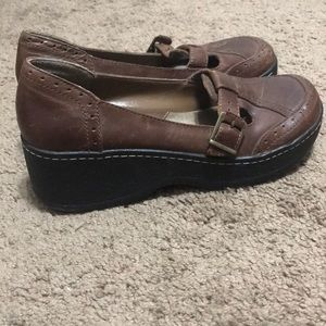 Buckle clog brown leather shoes